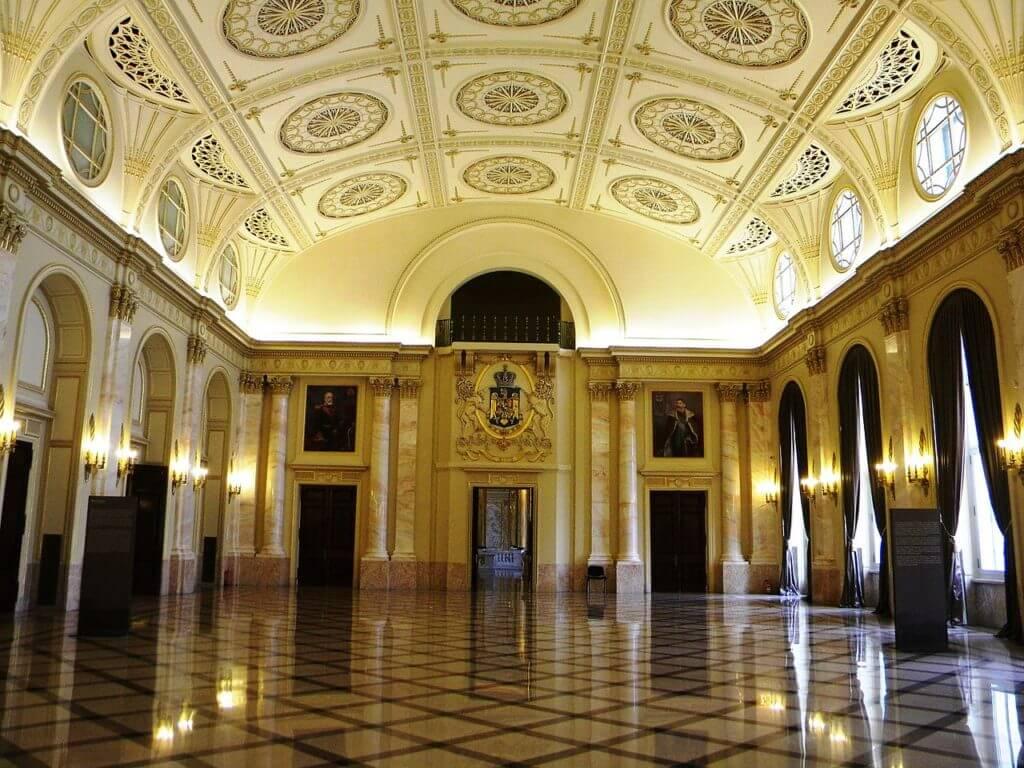 Sala tronului, Palatul Regal (Muzeul Național de artă)