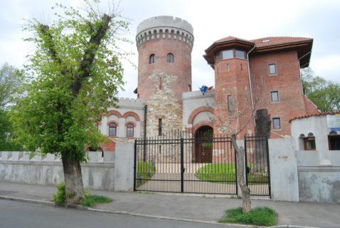 Castelul-Tepes-parcul carol