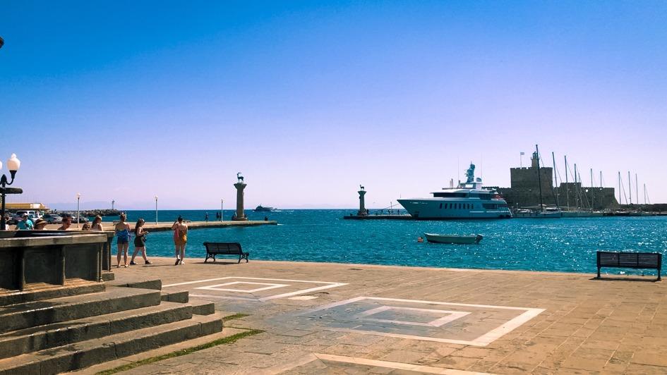 statui portul din rodos
