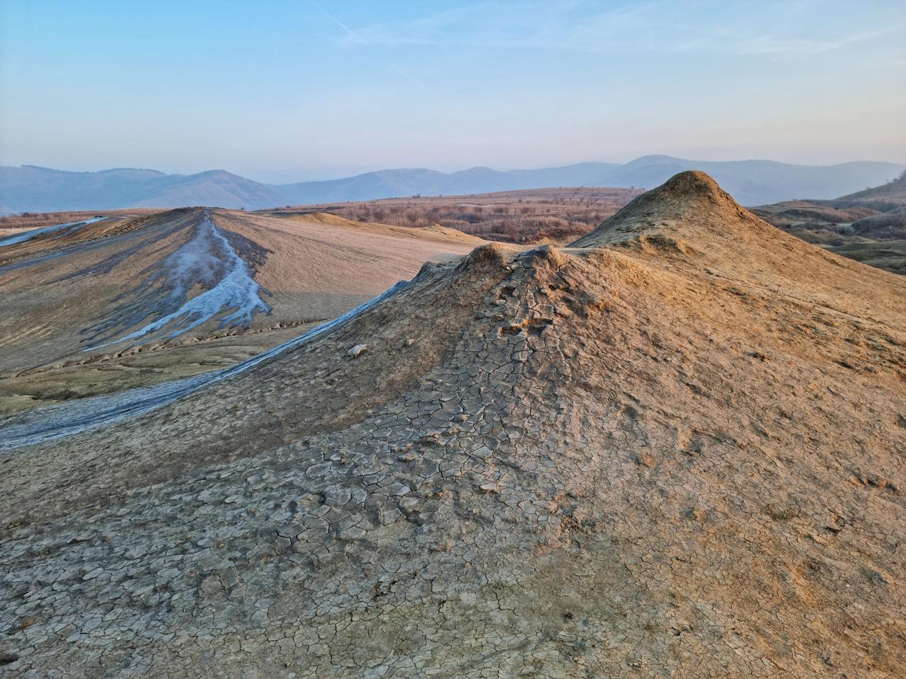 Ținutul Buzăului vulcanii noroiosi paclele mici