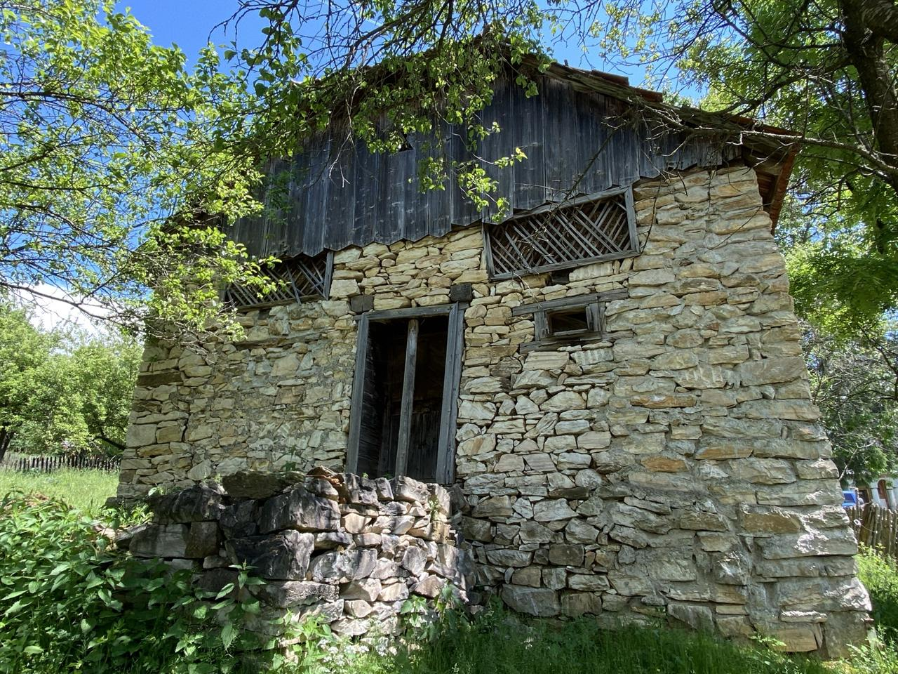 satul de marmura