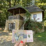 Casa de pe bancnota de 10 lei de la Muzeul Astra Sibiu
